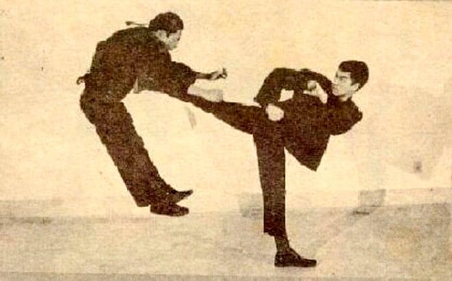 Bruce Lee Kung-Cha mouvement de transition