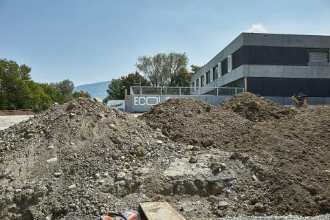 mur d'entrée du complexe scolaire