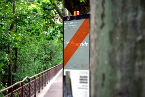 affiche F2 (680×1000 mm), in situ