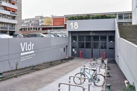 18 rue du Vélodrome, rampe d'accès au Centre artisanal de la Jonction, signalétique typographique distinctive